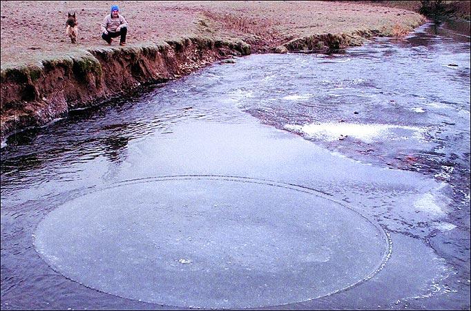 Prvi ledeni krug zabilježen na tlu Engleske.