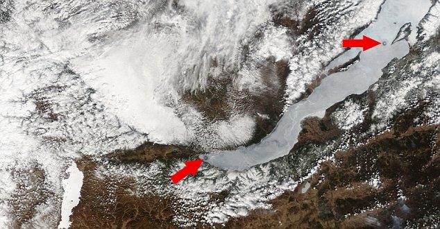 Ledeni krugovi na Bajkalu su se mogli vidjeti iz svemirske postaje.