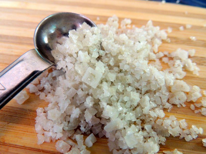 Nerafinrana sol u sebi krije do 90 različitih minerala koji se nalaze u našem tijelu, razlika između sniježno bijele rafinirane soli i one koje dobivamo iz prirode, poput keltske zelene soli i himalajske soli je ogromna.