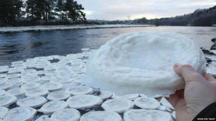 Ledene palačinke rijeke Dee u Škotskoj.