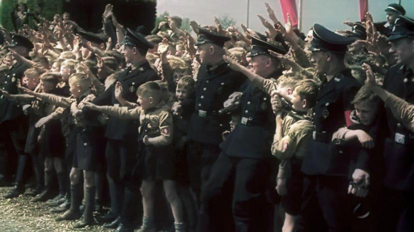 Hitlerova mladeš je bila u potpunosti indoktrinirana propagandom. Efekt kompozicije vlaka je stvorio generacijekoje su do svoje smrti (neki od njih još uvijek žive) ostali vjerni Hitleru i nacističkim idejama.