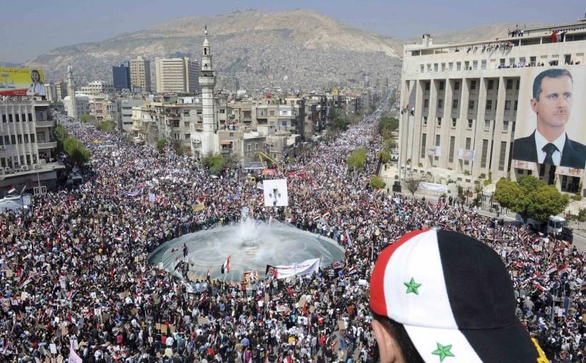 """Provladino masovno okupljanje u ošujku 2011. je bila kap koja je prelila čašu psihopatskim dizajnerima IS-a. Bashar al_assad je morao """"otići"""" s ili bez pomoći sirijaca."""