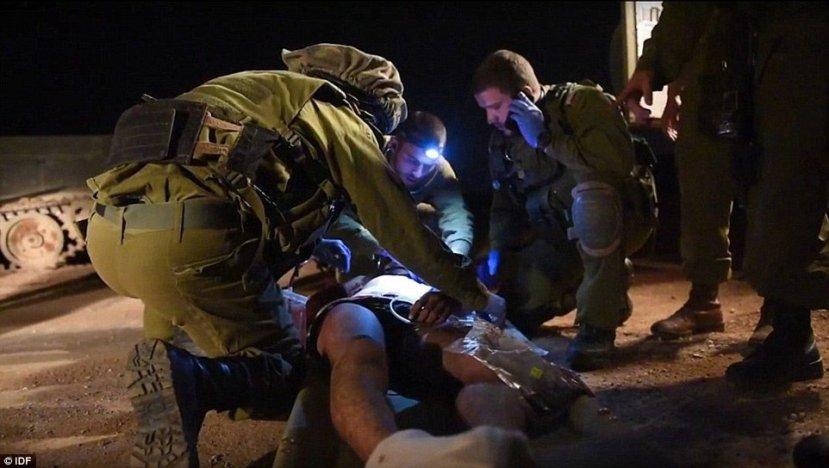 """Izraelski komandosi """"spašavaju"""" teroristu Islamske države s područja Sirije te ga nose na liječenje u izraelskim bolnicama."""