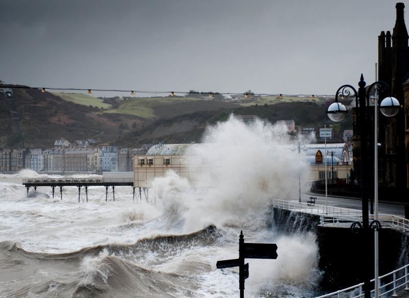 """Žitelji Walesa su 2014. prošli kroz nizove oluja koje su se smatrale """"milenijskim"""" iznimkama, pa ipak takve """"iznimke"""" postaju relanost koja se ponavlja nekoliko puta godišnje."""