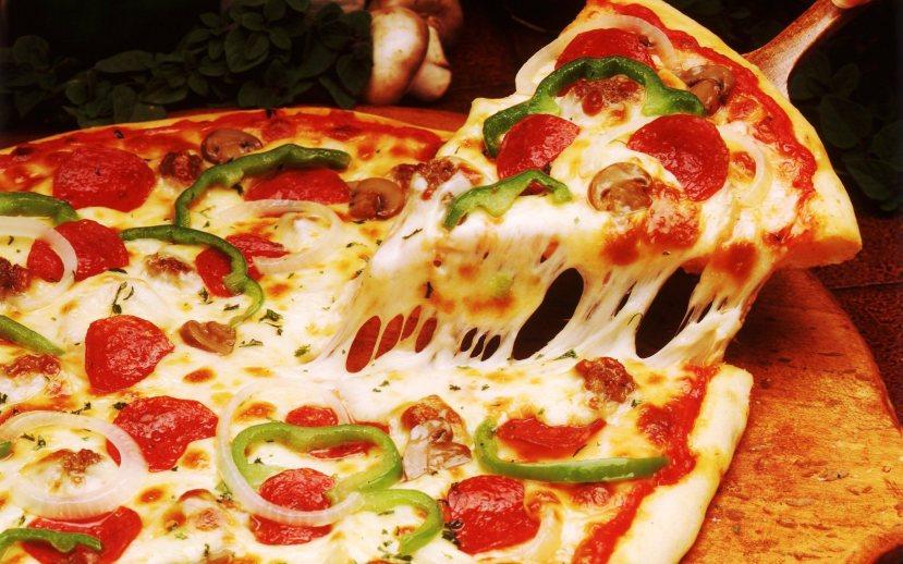 Dupli problem - pizza s puno sira - kazeina i još više tijesta - glutena. Kako se osjećate sada, imate li želju za naručivanjem pizze?