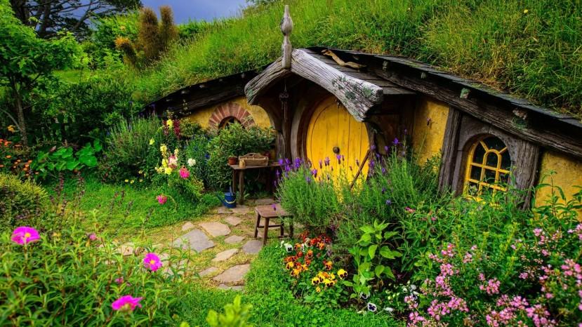 """Selo Shire iz filma """"Lord of The Rings"""". Iznimna popularnost ovog i sličnih filmova možda proizlazi iz velike količine 'zelenih' prizora koji nas čine veselijima i bezbrižnijima."""