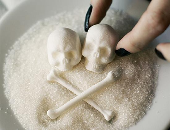 Šećer je povezan d gotovo svim bolestima i poremećajima modernog života, a poznato je da se stanice raka hrane isključivo šećerom.