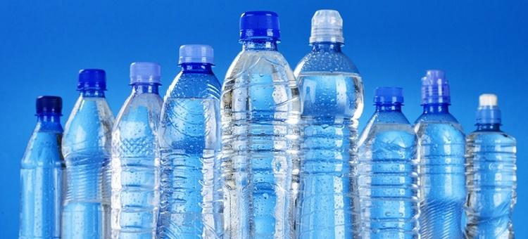 Jeste li sigurni da znate kada pijete izvorsku buteljiranu vodu?