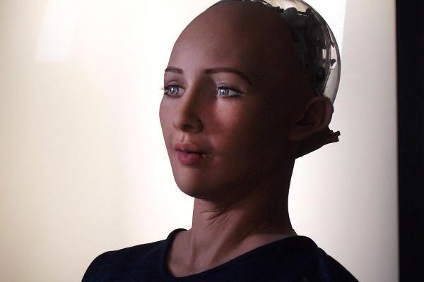 Harriet Taylor | CNBC Zbog čega bi se netko, itko zaljubljivao u robota? Kakvo je to pitanje?
