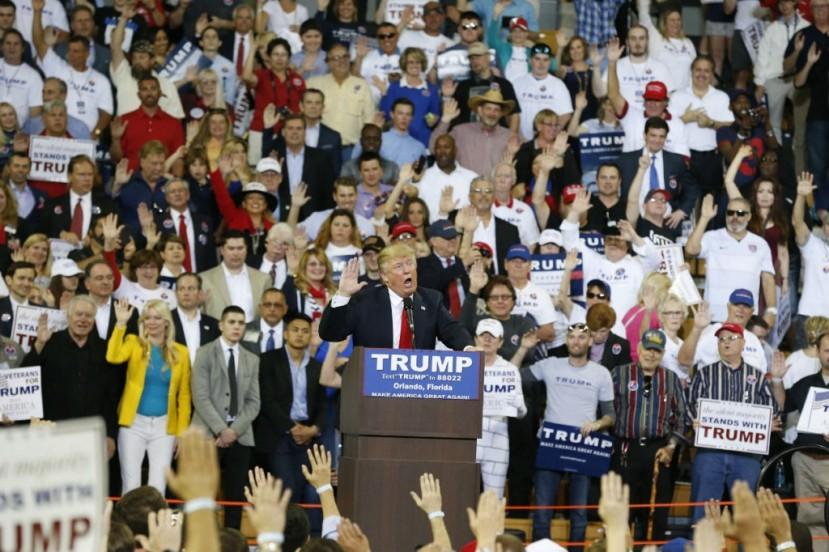 Donald Trump traži prisegu od prisutnih i obećanje da će glasovati za njega. Gdje je nestala demokracija?