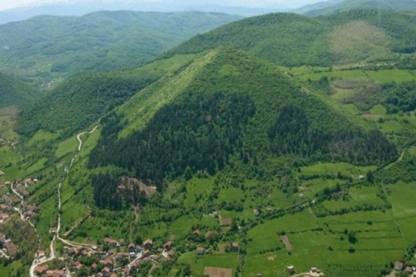 Piramidalna struktura u Visokom .
