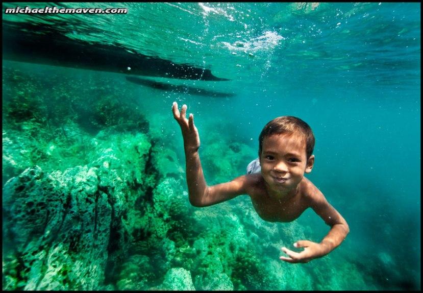 Mali morski dupin - dječak iz plemena Mokena pod morem.