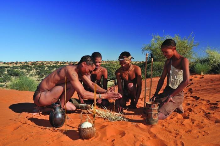 Pripadnici plemena Bušmana iz pustinje Kalahari se dan danas hrane na način kako su se ljudska bića hranila milijunima godina. Plemenske zajdnice lovaca skupljača su dan danas najzdravije,