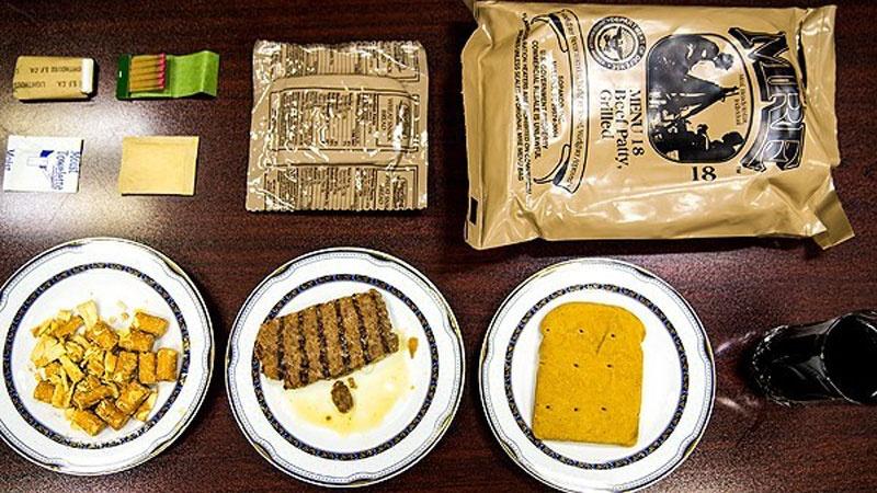 Uredno posložena i tovrena hrana američkih CSO-a, prezentirana nakon otkrića iranskih novinara.