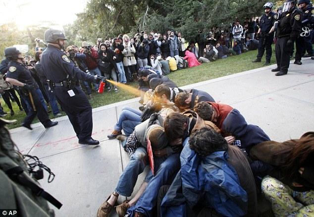 Paprenim sprejem po mirnim studentima prosvjednicima. Zašto?
