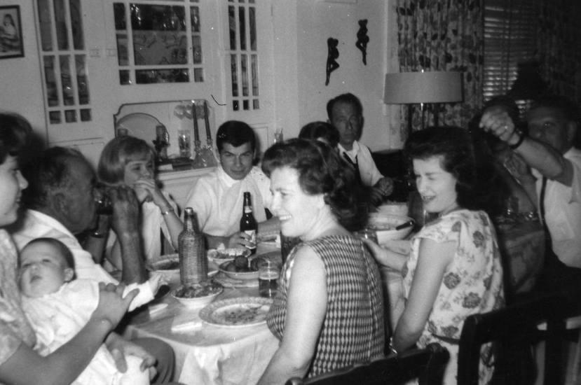 Nekada su ručak i večera bili trenutci za druženje s obitelji i prijateljima. Hrani se pristupalo s ljubavlju i tradicionalno. Danas nas užurbanost života čini anksioznim i pod stresom toliko da se, ponekad, niti ne sjetimo jesti, a kada to i učinimo prva pekara izvor je našeg obroka.
