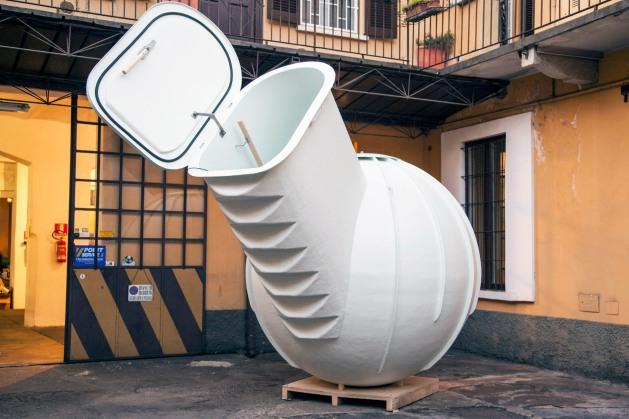 Hladnjak je zapremine od 3000 litara.