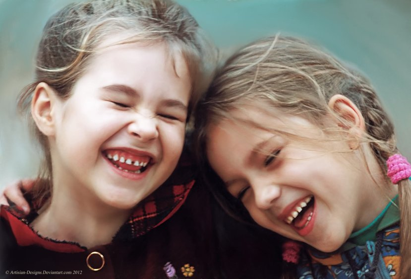 Studija je otkrila da se smijeh između dviju ženskih osoba najčešće njihov odnos identificira kao prijateljski, čak i kad to nije. Iako se smatra da djevojkama/ženama treba više vremena kako bi razvile prijateljske odnose za razliku od mladića/muškaraca.