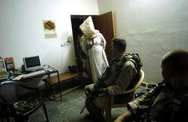 Donošenje demokracije u Iraku.