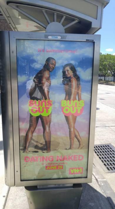 Ludilo bez premca, reklama za vulgarni show kojeg emitira televizijska kuća u vlasništvu britanskog Ministarstva kulture, medija i sporta.
