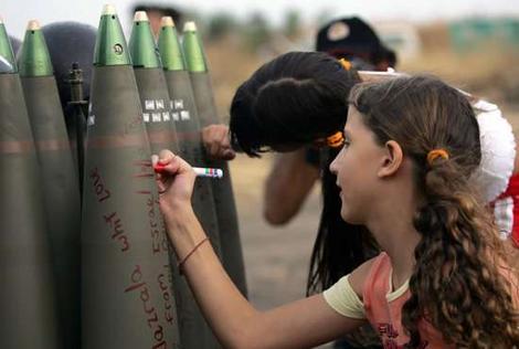 Izraelska djevojčica piše poruke