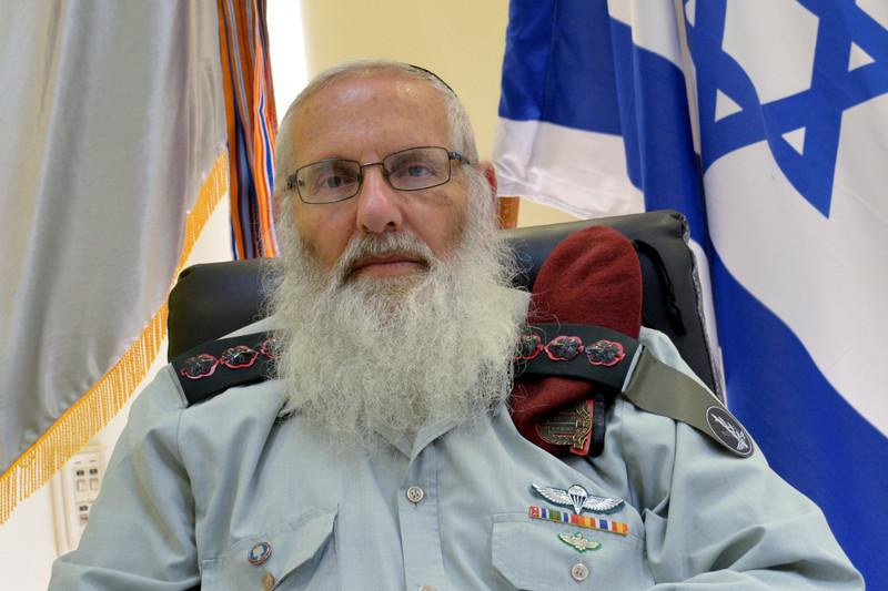 Glavni rabin u Izraleskoj vojsci Eyal Karim samtra kako je sasvim u redu silovati nežidovske žene tijekom rata, kako bi izraleski vojnici bili snažni i fokusirani tijekom rata i kako bi zbog toga dobili rat. Ne zaboravimo taj zaključak dolazi od vrhovnog klerika Izraelske vojske.