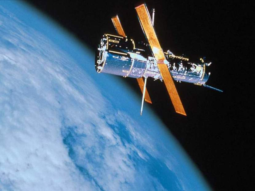 Teleskop Hubble je lansiran 1990. godine.