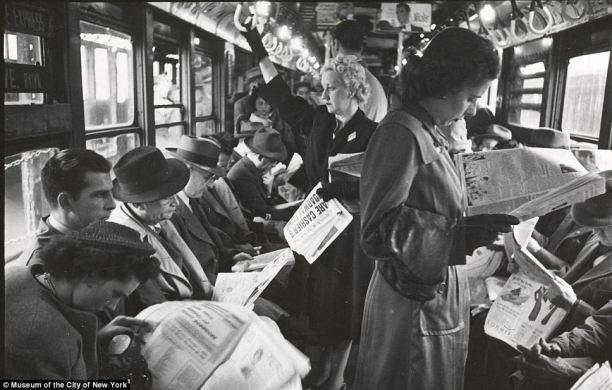 Pripadnici generacije maturista tijekom 40-tih godina XX: vijeka. Fotografija snimljena u vlaku za New York.
