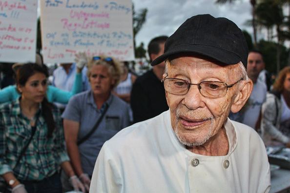 Arnold Abbott je nekoliko puta završavao u zatvoru jer je hranio beskućnike.