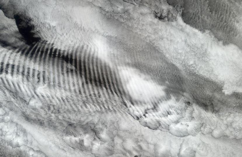 Oblaci s vlaovima nastali gravitacijskim mreškanjem.