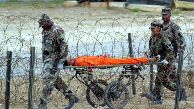 Nesretnik u narančastom kombinezonu, zatočen u Guantanamu, nikada nije imao suđenje niti je dokazana njegova krivica, pa ipak američka vojska ga je zatočila i mučila.