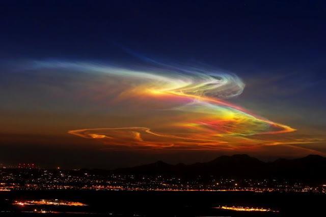 Nktilucentni oblak snimljen nad Phoenixom.