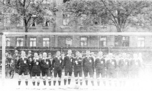 Saski nogometni tim 133 regimente, poklon Njemačkog časnika škotskom kolegi naakon božićne nogometne utakmice.