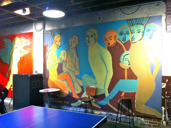 Unutar Commet Ping Ponga se nalaze neobični murali potpuno neprimjereni za djecu koja su glavne mušterije ove pizzerije.