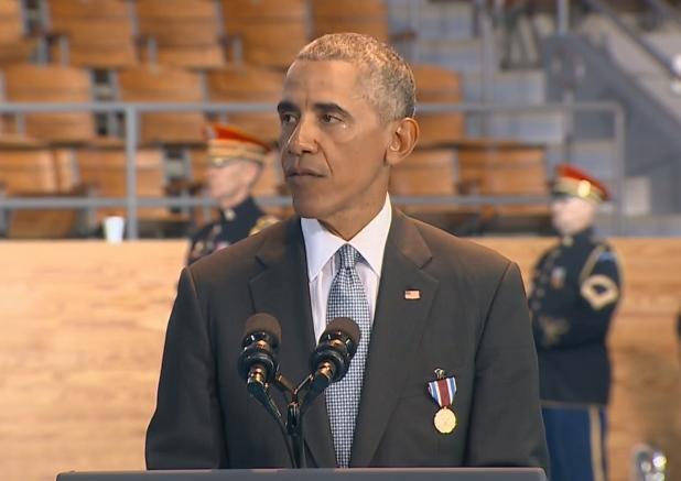 Obama pred praznim tribinama.