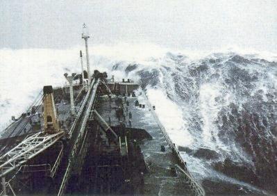 Rijetka snimka odbjeglog vala visine 21 metar.