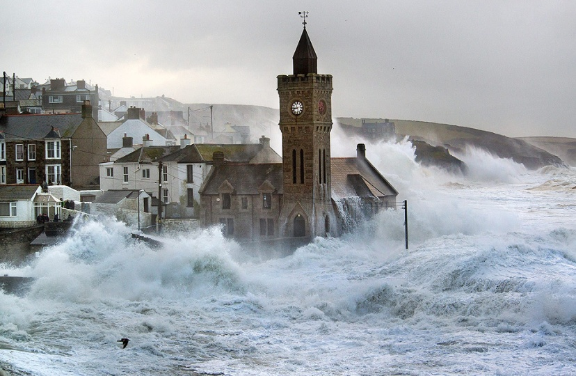 Britanska obala tijekom oluje stoljeća.