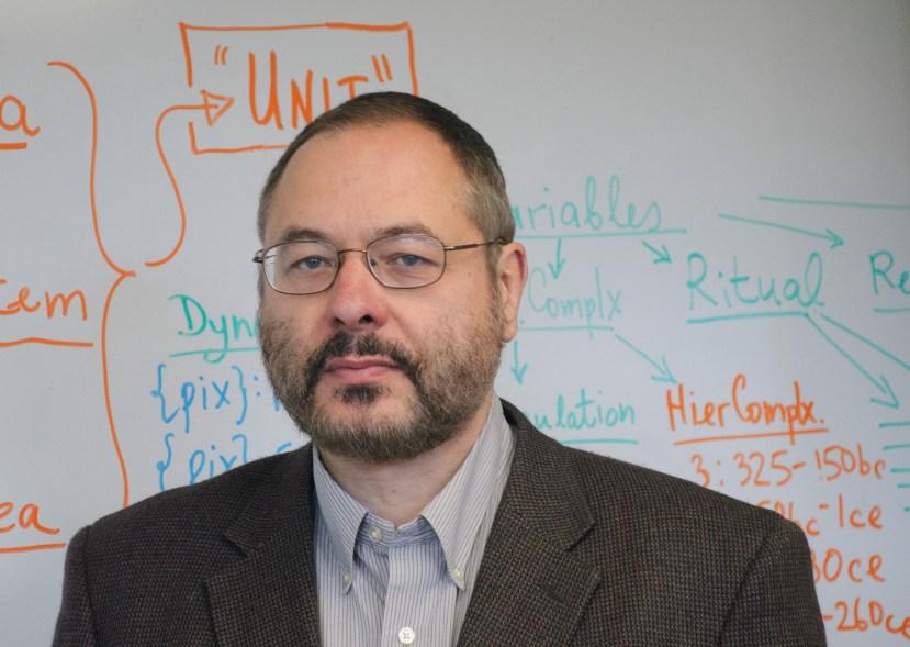 Prof. Peter Turchin, znanstvenik koji želi shvatiti zašto društvo kroz povijest stalno radi iste greške.