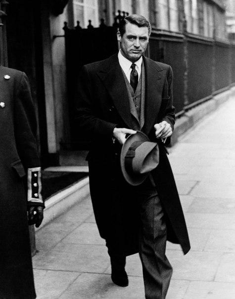 """Po magat+zinu Gentleman's Gazette iz 40-tih godina XX. vijeka Cary Grant je bio najbolje i najelegantnije obučen muškarac koji odiše """"muževnošću i stilom""""."""