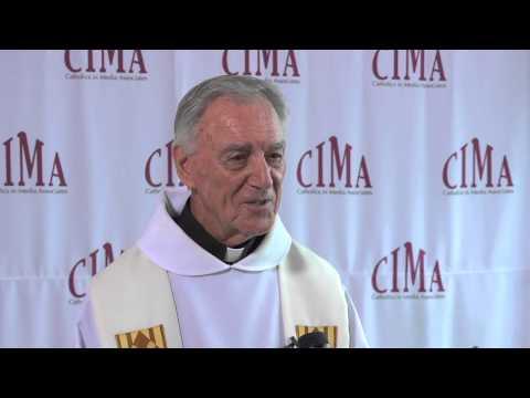 Svećenik i silovatelj James Scannell je dobio samo dvije godine zatvora jer je star i boelstan.