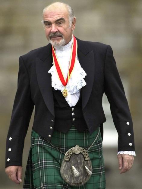 Sean Connery je desetlijećima predstavljao pojam elegancije i muževnosti. Ovdje ga vidimo obučenog u formalnoj veziji tradicionalnog škotskog kilta.