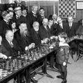 Samuel Reshevsky, osam godina star, pobjeđuje majstore 1920.