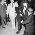 Jack Leon Ruby puca na Lee Harvey Oswalda, 1963.