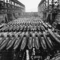 japanske kamikaze mini podmornice D Koryu na suhom doku 1945