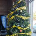 božićno drvce u šerifskom uredu u SAD-u