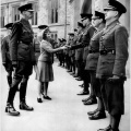 princeza elizabeta stara 16 godina s oficirima1942