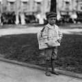 sedmogodišnji raznosač novina u SAD-u 1914.