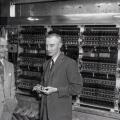 Von Neuman i Oppenheimer pred prvim funkcionalnim američkim kompjuterom