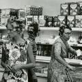 žene u supermarketu 1965. u Americi