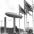 Cepelin nad berlinskim stadionom za vrijeme Olimpijade.